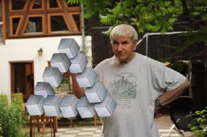 Prof. Dr. Bernd Lingelbach mit falschem Dreieck